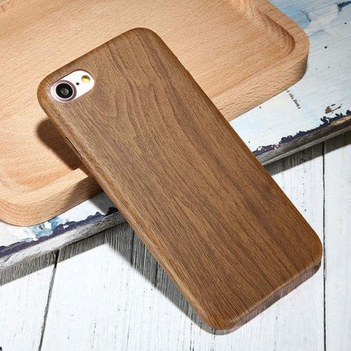 Kryt na iPhone 7 s dreveným motívom hnedý